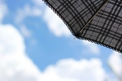 ディズニーランド&シーの雨の日の楽しみ方と服装や靴の季節別対策!
